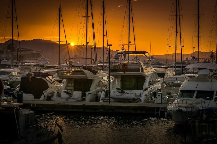 Où louer simplement un bateau en Mer Méditerranée ?